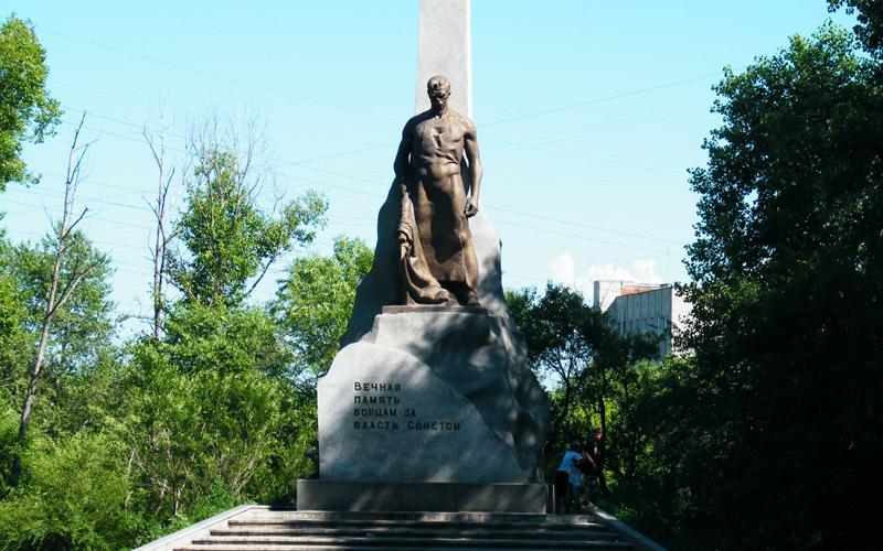 MONUMENT PENTRU PARTIZANI