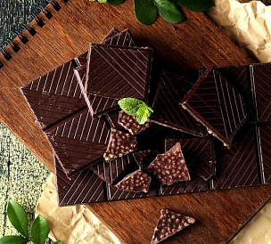 17 plăci de sus de ciocolată neagră